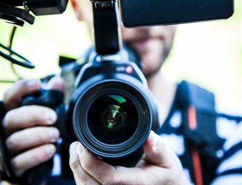 Prou d'obstacles a la feina del fotoperiodisme en els actes institucionals!