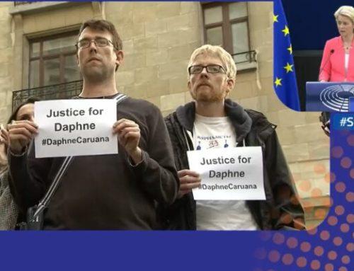 La presidenta de la Comisión Europea pide la regulación del derecho a la información